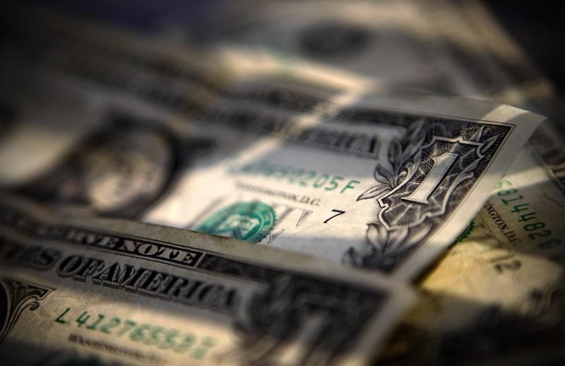 الدولار يستقر قرب أعلى مستوياته في 3 أسابيع لهذه الأسباب