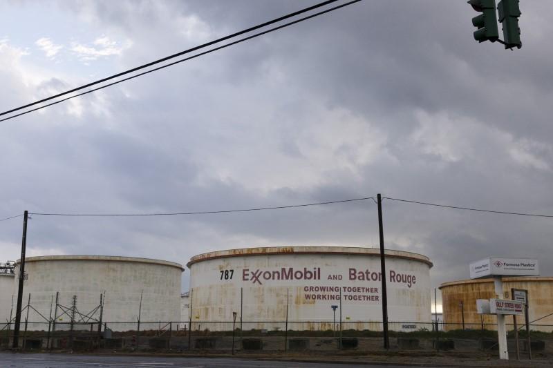 Petrol hisseleri, Çin'deki kısıtlamalar ve düşük GSYH tahmini üzerine ham petrolde yaşanan düşüş yüzünden değer kaybetti