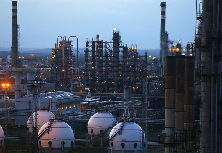 Crude Oil Lower; Handing Back Some Hurricane Ida-Induced Gains