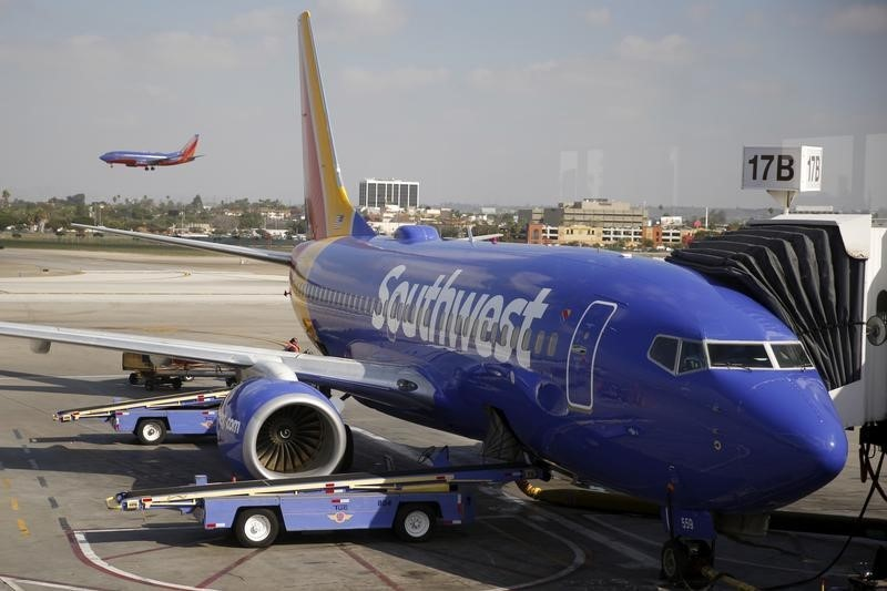 Ações de companhias aéreas em queda com tráfego ainda abaixo dos níveis pré-pandêmicos