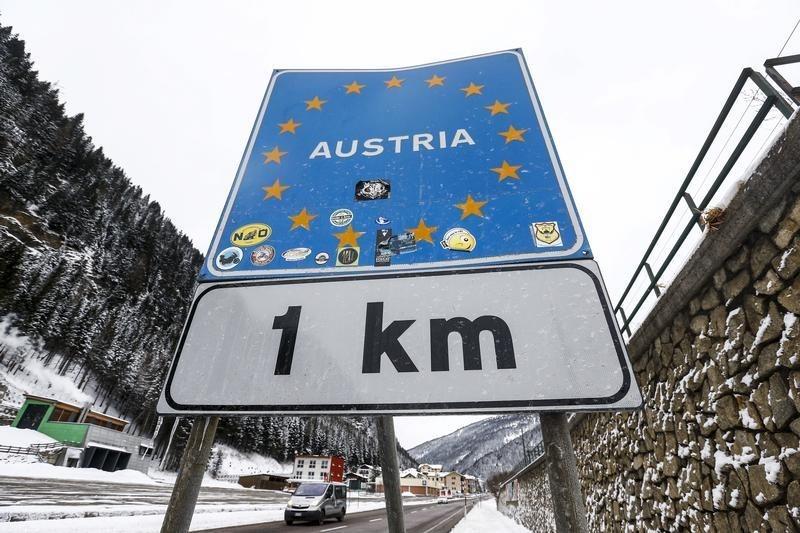Chanceler da Áustria deixa cargo, mas liderará partido