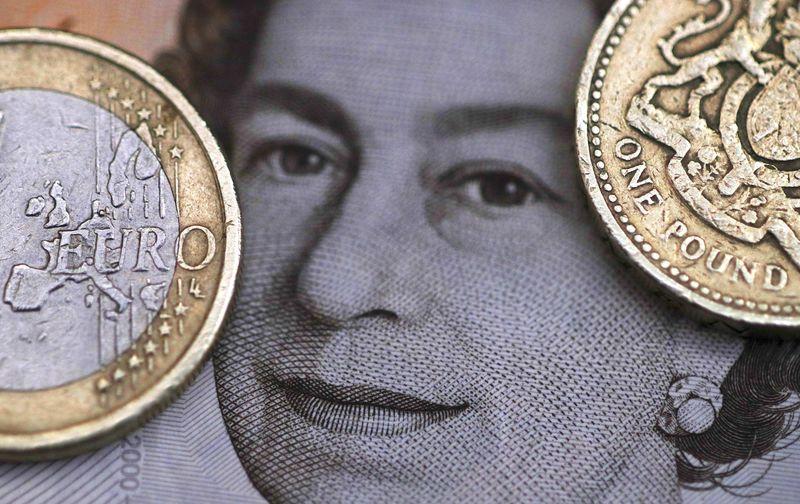 Moedas - Libra atinge mínima no intraday enquanto May anuncia impasse no Brexit