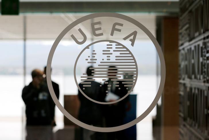 Caso Coca-Cola/CR7, Uefa ferma i giocatori, ricavi sponsor