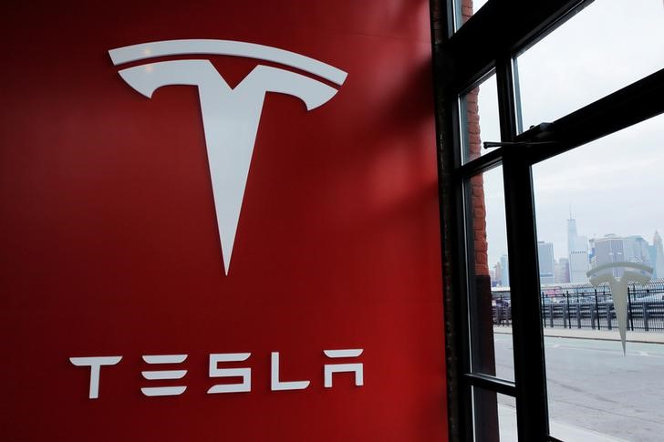 Tesla se queda fuera del S&P 500: ¿Hay vida más allá?