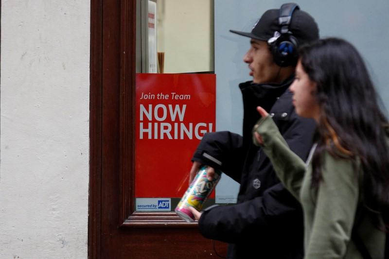 Amerikaanse aanvragen voor werkloosheidsbijstand dalen onverwacht
