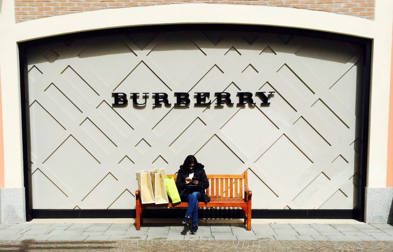 Burberry, Richemont Weaker Amid Worries Over Top Level Changes
