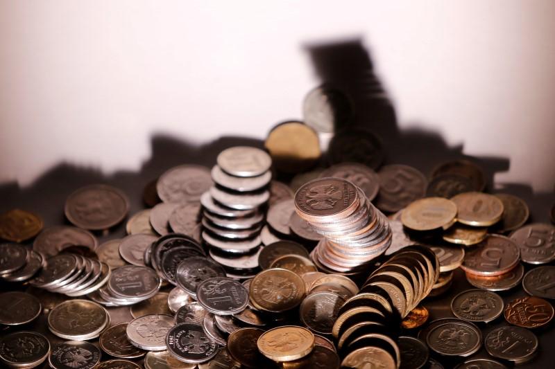 El rublo sube un 0,13 % frente al dólar y un 0,75 % ante el euro