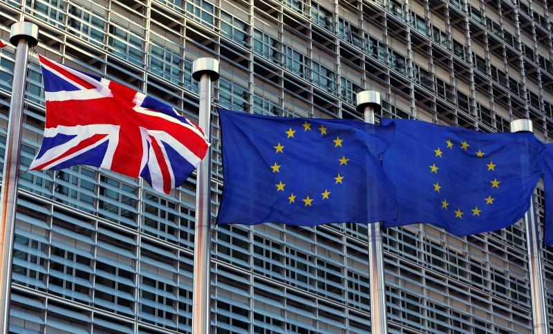 Hoạt động kinh doanh khu vực Euro tăng trong tháng 7 nhưng niềm tin sụt giảm