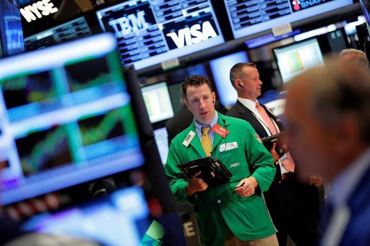 Фьючерсы на фондовых биржах США выросли на фоне роста объема праздничных продаж