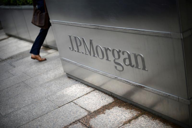 US Financial Giants Tread Carefully Into Crypto Trend