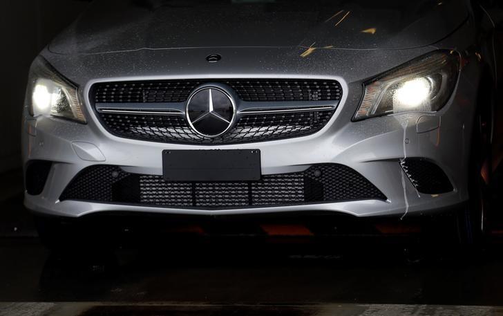 FIRMEN-BLICK-Mercedes-Benz Bank sieht Aufschwung mit neuen Pkw-Modellen