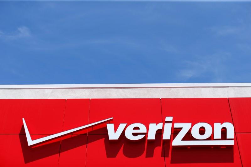 Chevron, Verizon Rise Premarket; Apple Falls