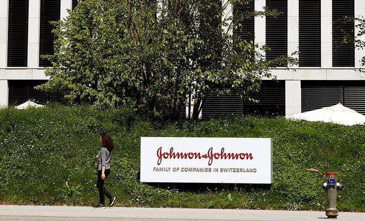 J&J Rises on EU Nod To Resume Vaccine Rollout