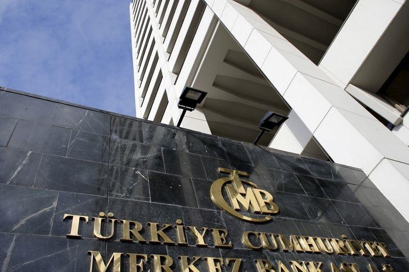 Turecki bank zaskoczył analityków i obniżył stopy procentowe
