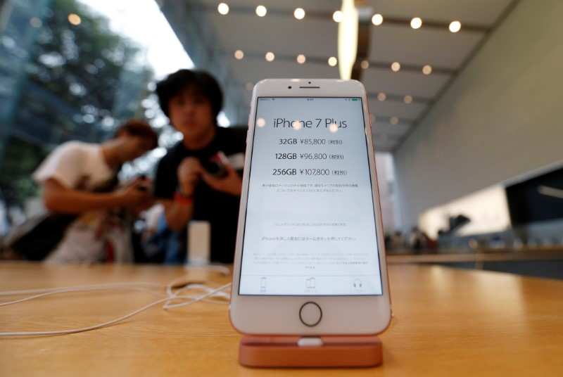 Apple Falls on Report of Cut in iPhone Output Target Due to Chip Crunch