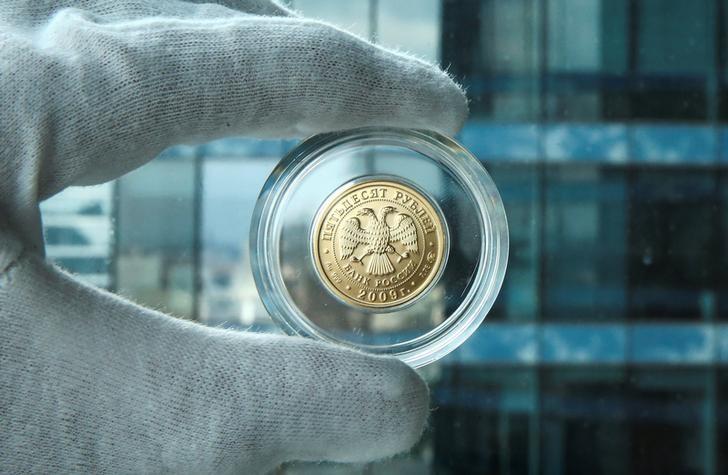 El rublo baja un 0,65 % frente al dólar y un 1,09 % ante el euro