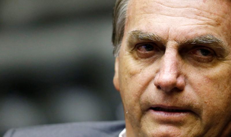 Não aceitaremos uma farsa eleitoral, ameaça Bolsonaro
