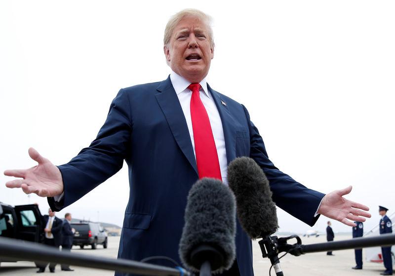 Трамп запретил сделки с платежными сервисами Китая