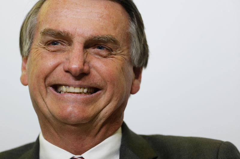Bolsonaro diz que fará em 'live' denúncias sobre gestões anteriores da Caixa