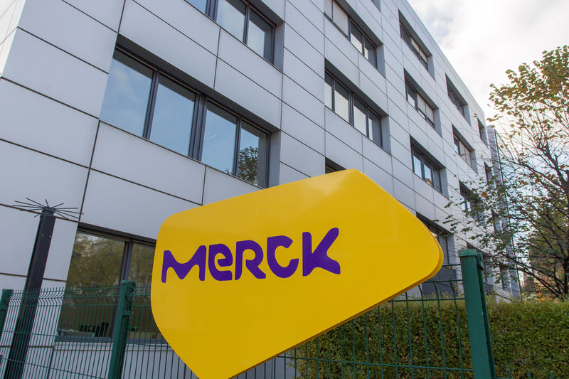 MERK Merck, Pfizer Gain on Deals With Britain for Antivirals By Investing.com