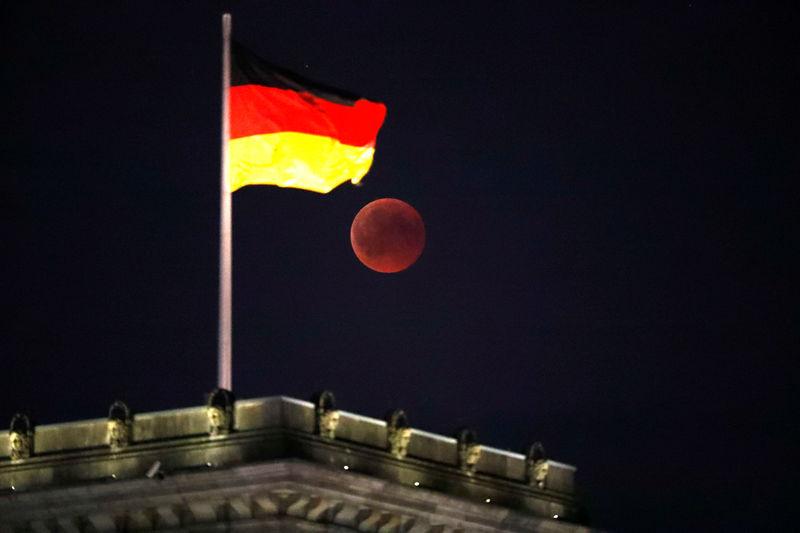 Главные новости: судьба Трампа, прогнозы ФРС и карантин в Германии