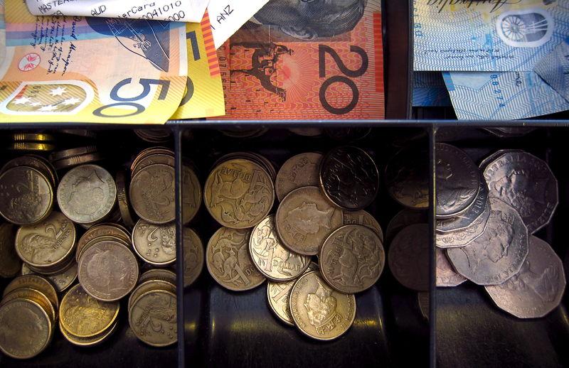 Австралийские акции подешевели при закрытии торгов