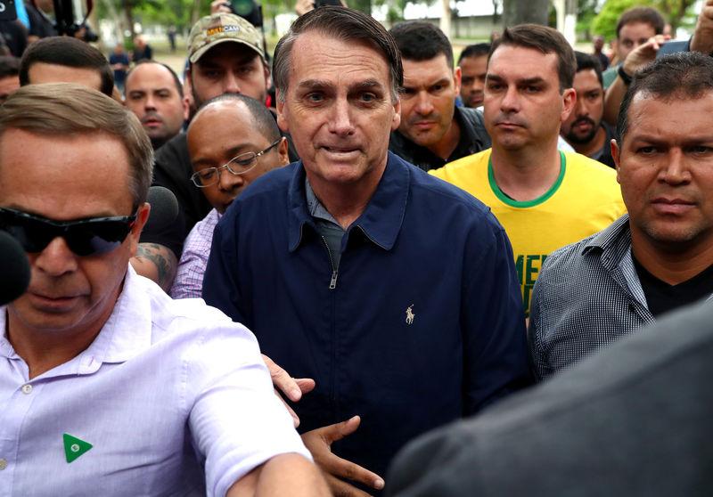 Bolsonaro participa de ato com apoiadores no Rio