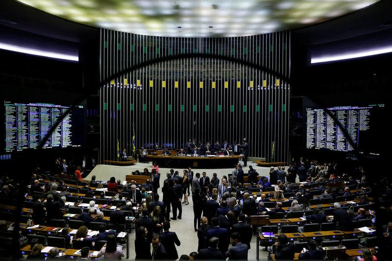 Comissão aprova texto-base da reforma administrativa; deputados votam destaques