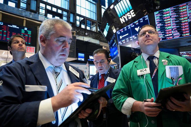 S&P 500 Falls as Bulls in Hiding Despite Signs of Strong Consumer