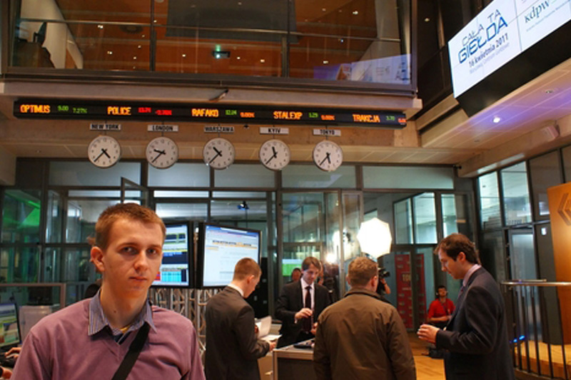 مؤشرات الأسهم في بولندا هبطت عند نهاية جلسة اليوم؛ WIG30 تراجع نحو 0.49%
