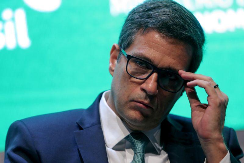 Guedes tem empresa em paraíso fiscal, Campos Neto fez o mesmo, diz piauí