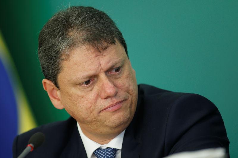 Objetivo é fazer com que brasileiro voe mais, diz ministro
