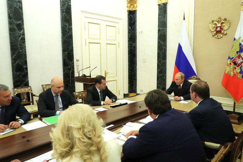 Путин: рынок труда в 2021 году должен быть восстановлен