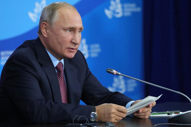 Minyak Mentah Tergelincir karena Perkiraan Pembaruan OPEC; Putin Mengatakan $100/Bbl