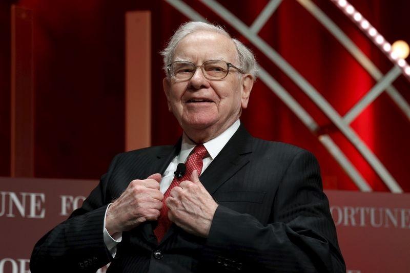 Inversión: 3 apuestas de Warren Buffett para cubrirse las espaldas