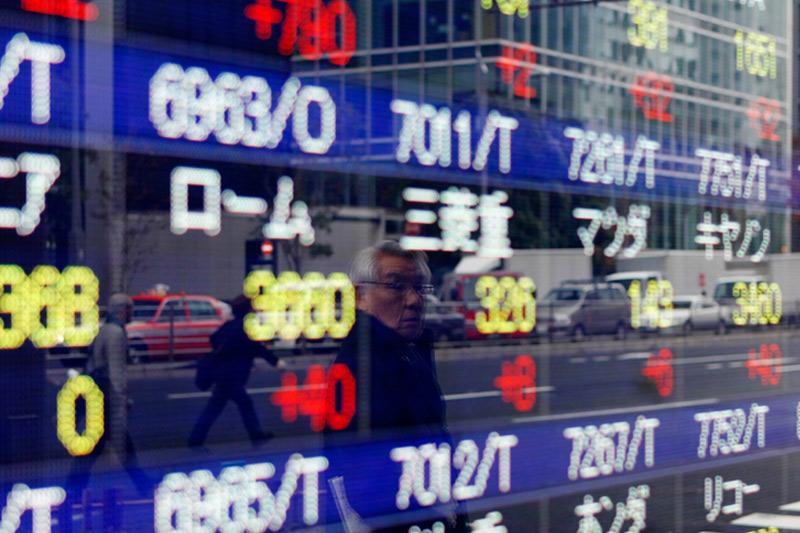 エイベックス---反発、本日の立会外取引で自社株買いを実施