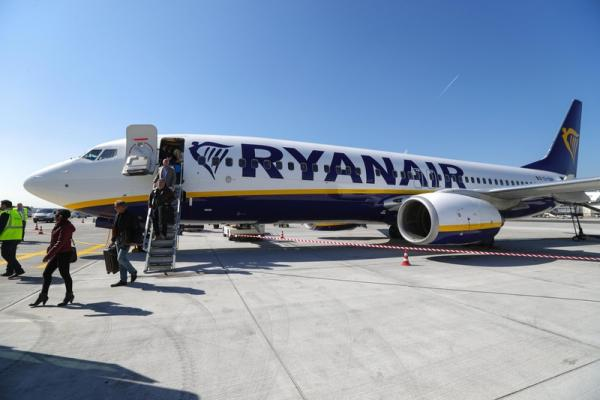 Airlines trading higher after Ryanair results, falling Covid cases