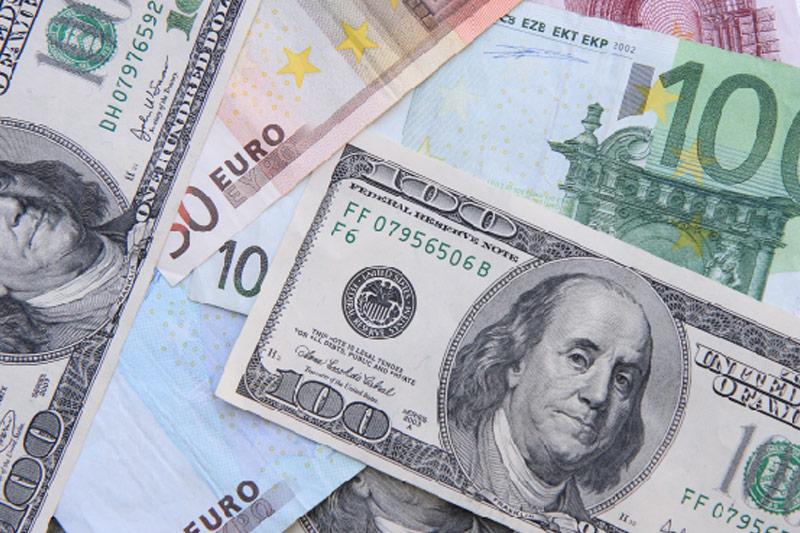 Рубль показал самый мощный за 5,5 лет дневной рост в надежде на мир