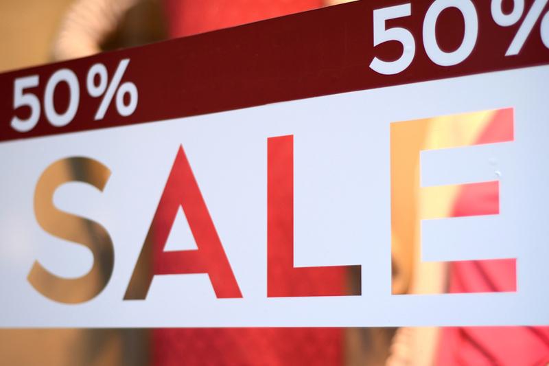 美股盤前:零售銷售意外增長!道指期貨轉漲 黃金期貨跌超30美元