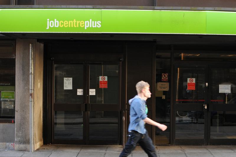 Taxa de desemprego do Reino Unido fica em 4,1%, salário atinge alta de 10 anos