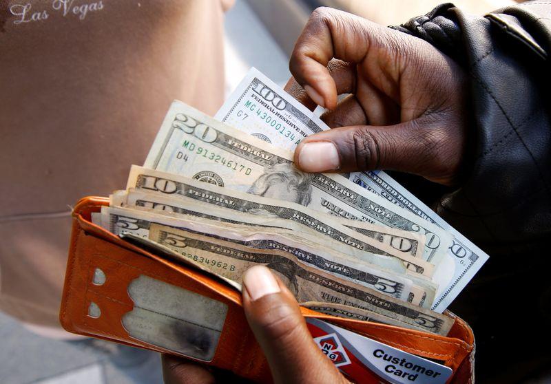 الدولار مستقر وسط مخاوف الجائحة قبيل بيانات هامة للتضخم