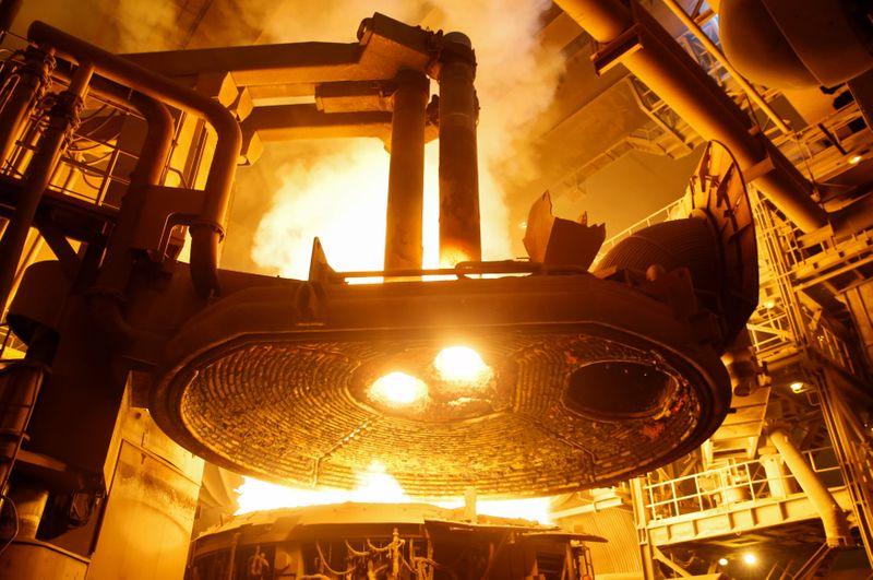 НЛМК увеличил выпуск стали во 2 кв на 5%, продажи выросли на 11% кв/кв