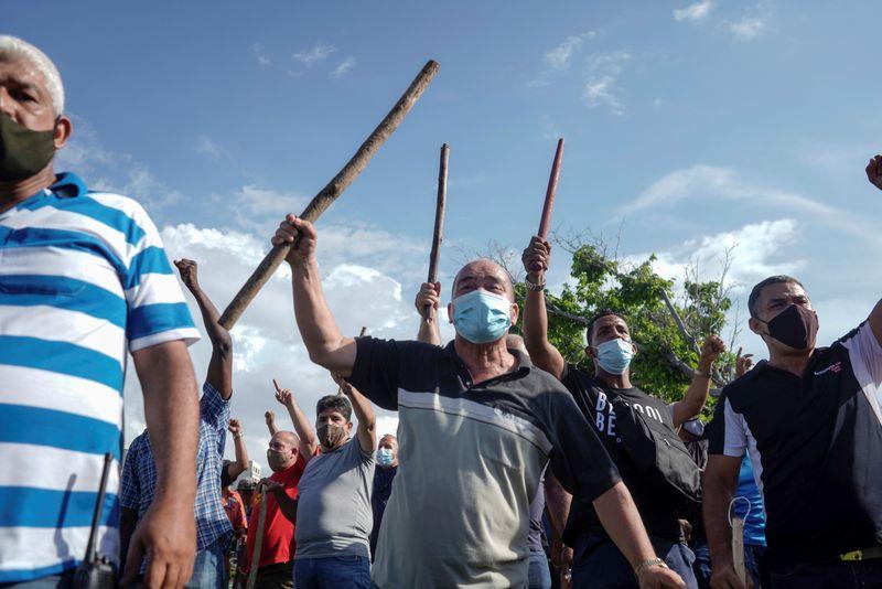 Homem morre em protesto contra o governo em Cuba, diz mídia estatal