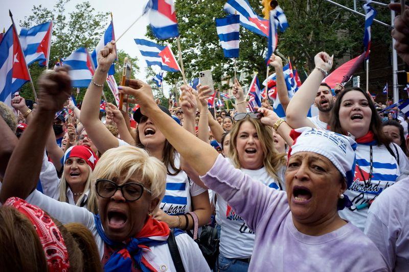 EUA alertam cubanos contra travessias marítimas em meio a protestos, mas maioria atravessa por terra