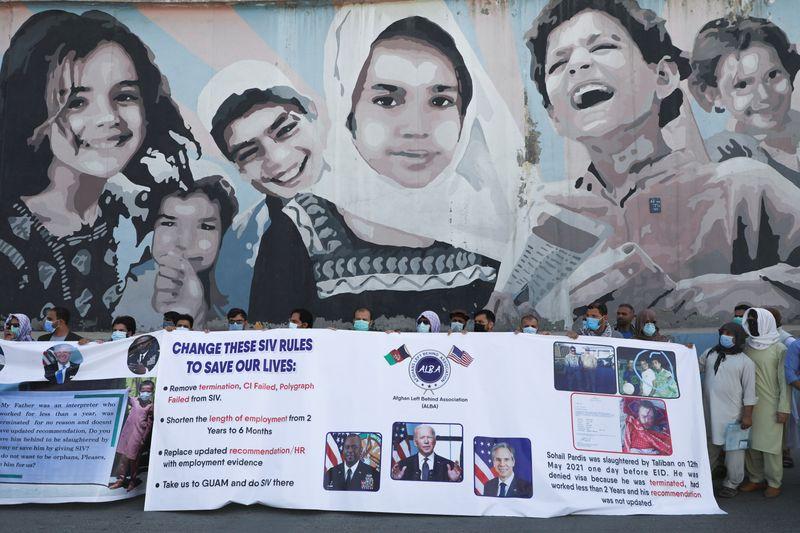 U.S. to start evacuating some under-threat Afghan visa applicants