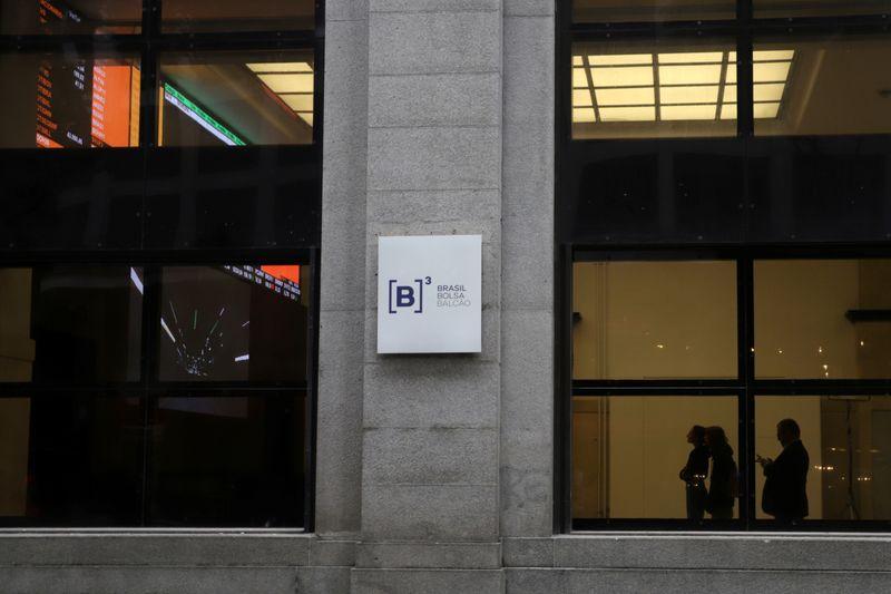 Ibovespa tem alta discreta ajudado por Powell; SmartFit dispara mais de 30% em estreia