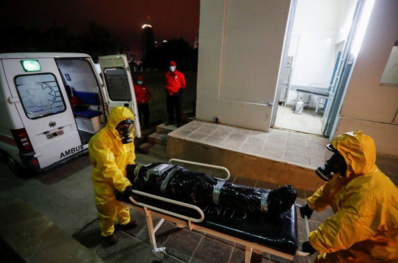 Argentina supera 100 mil mortes por Covid-19 em meio a crise econômica
