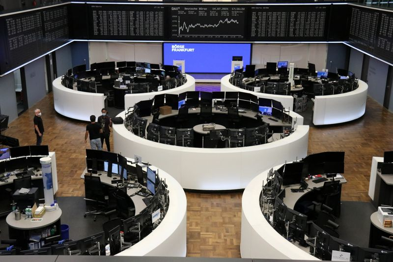 European bourses sink on growth worries, disappointing earnings