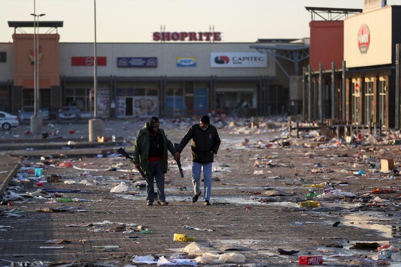 Le calme revient en Afrique du Sud, des milliers de soldats attendus