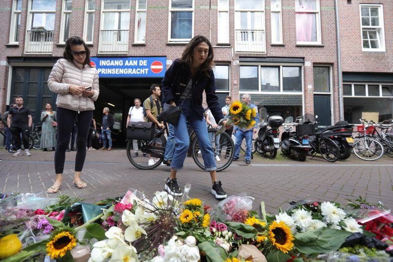 Repórter policial holandês De Vries morre depois de ser baleado